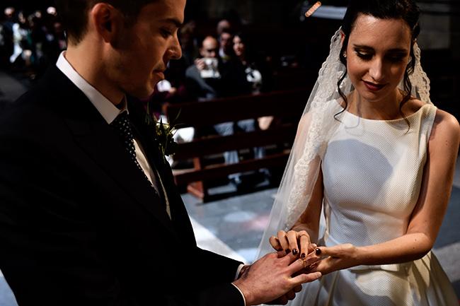 Reportaje de boda en La Rioja, colocación de anillos