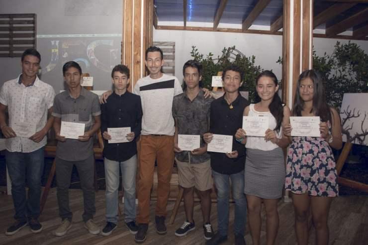 jóvenes fotógrafos en galápagos