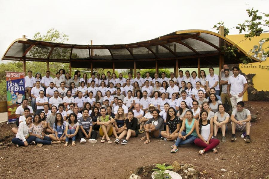 El grupo de jóvenes fotógrafos formó parte de la foto de clausura de la casa abierta de la FCD
