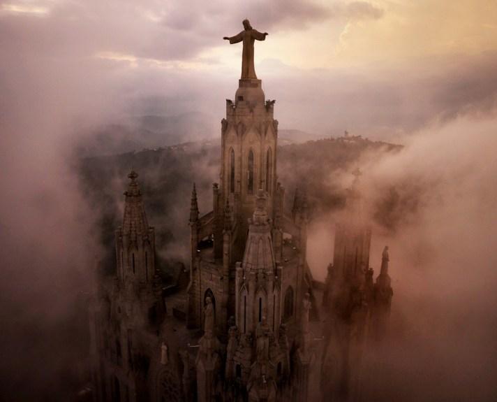 Sagrat Cor Church, Barcelona. 12 minut później burza uderzyła w miasto.