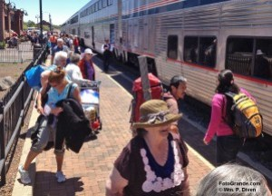 Long-waiting passengers surge toward the Southwest Chief in Flagstaff. Photo © William P. Diven.