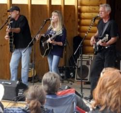 Juice Newton Acoustic Trio: Danny Dugan, Juice, Jay Cawley. Photo © William P. Diven.