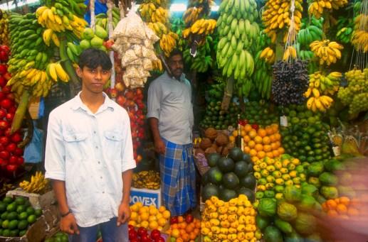 Sri Lanka, Kandy, mercado de frutas, retrato