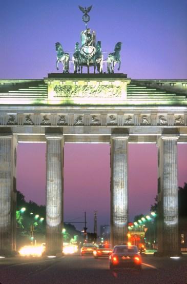 Alemania, Berlin, Puerta de Brandenburgo, nocturno