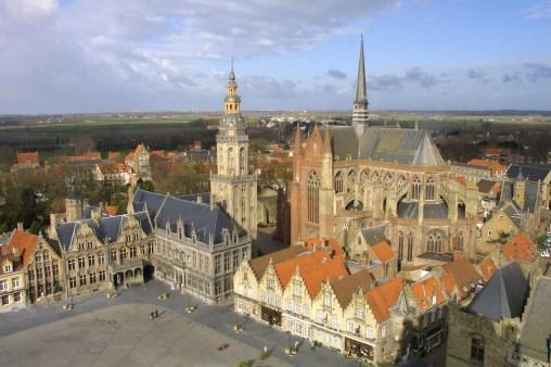 Flandes, Veurne, ayuntamiento, plaza Mayor
