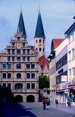 Alemania, Baja Sajonia, Braunschweig, Casa de Paños, fondo Iglesia S. Martini