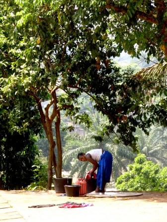 Camerún, Foumban, lavar laropa