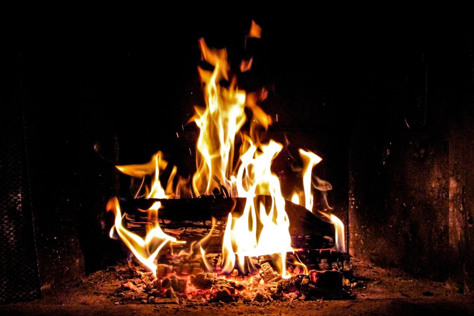 """Résultat de recherche d'images pour """"feu de cheminée libre de droit"""""""