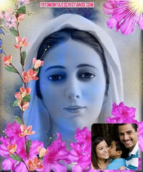 fotomontaje de la virgen maria con flores