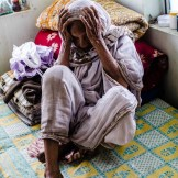 Las viudas blancas de Vrindavan, en La India, están condenadas a vagar mendigando. En la asociación Guild of Service las acogen y les dan comida y cama.