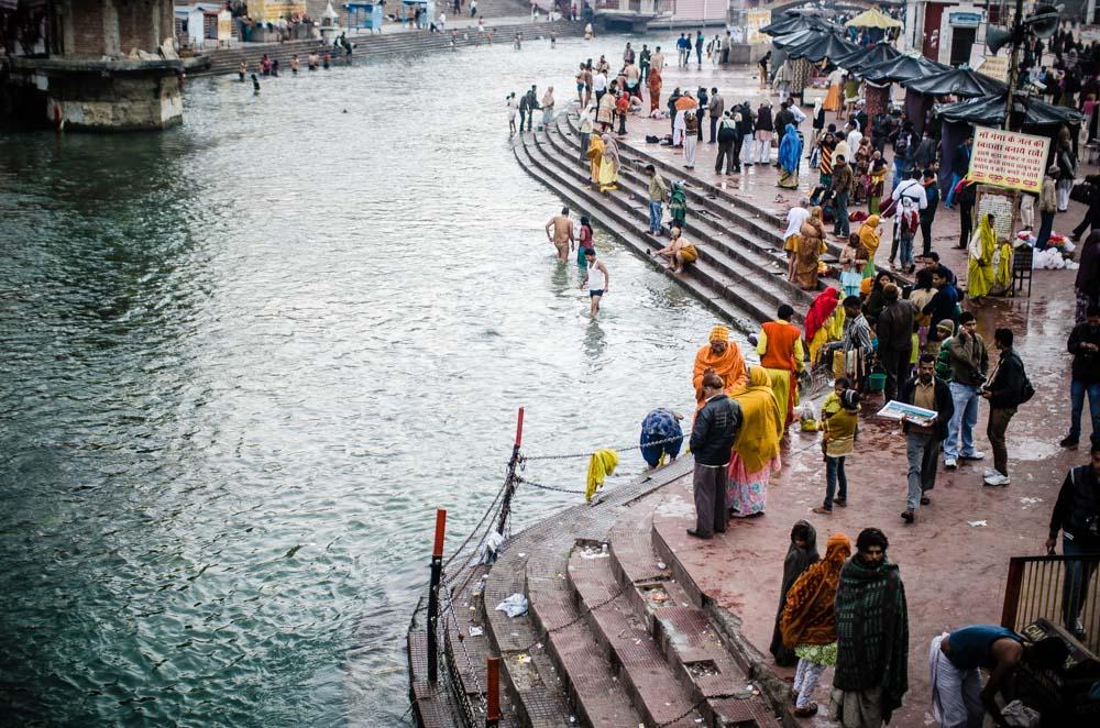 Har-KI-Pairi son los ghats más sagrados del Ganges a su paso por Haridwar, en La India. Una huella de Vishnu marcada en la piedra explica el carácter sagrado de este lugar.