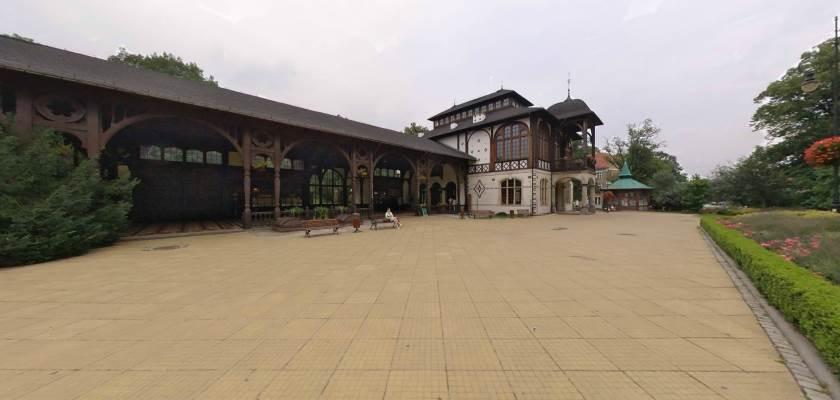 Szczawno-Zdrój - skwer przed pijalnią wód mineralnych, halą spacerową i teatrem zdrojowym