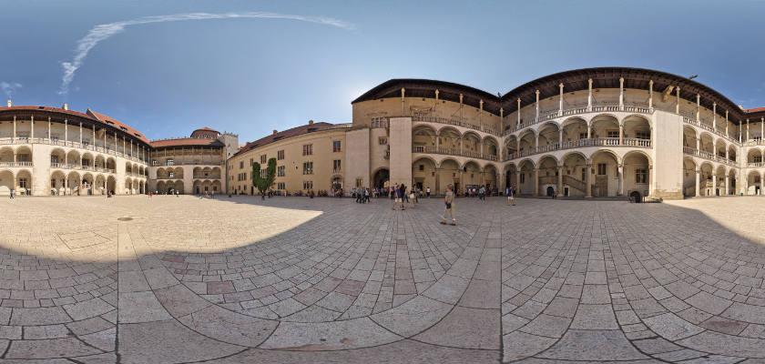 Zamek królewski Wawel - na dziedzińcu