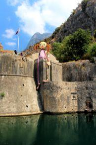 Kotor , po drugiej stronie murów Starego Miasta