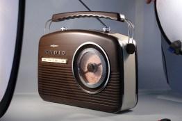 Radio unter weichem Seitenlicht, mit weichem Kicker