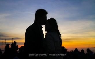 foto prewedding di bromo romantis