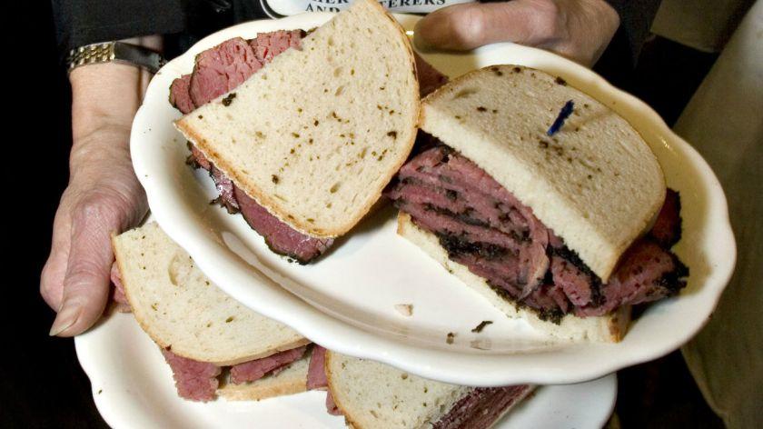 Un rabino de Nueva York preparar comida kosher en Mundial