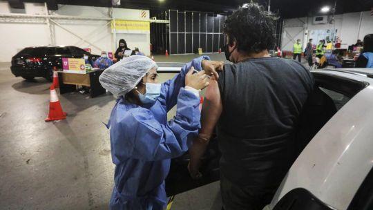 Primer vacunatorio vehicular contra el COVID-19 20210603