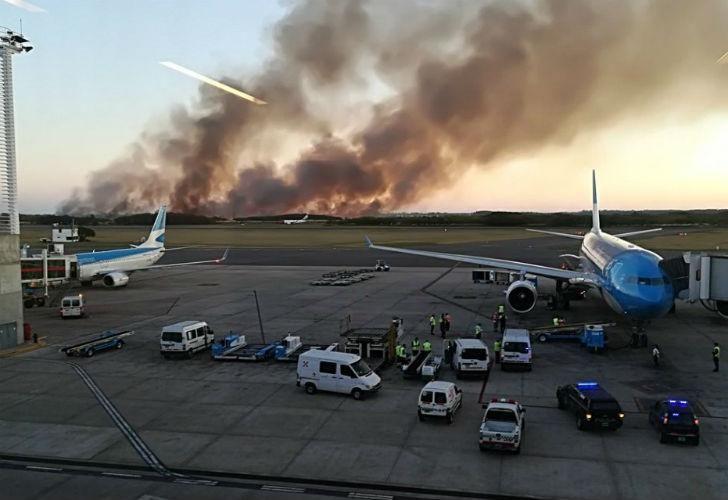 Incendio en las inmediaciones del aeropuerto de Ezeiza.