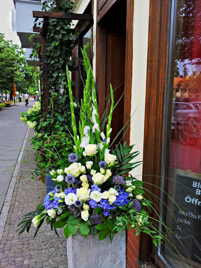 Blumenstube Babelsberg Inh Caty Reinhardt  Bhnengestecke
