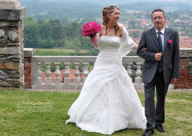 arriva la sposa #santuario #santuariodicuceglio #fuxia #cuceglio #nozzeincanavese #fotografodimatrimoni