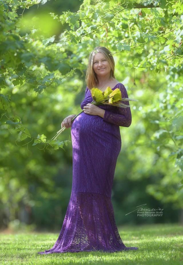Maternità all'aperto, in mezzo al verde. #maternità A contatto con la natura. #natural #green #maternity #fotografomamme #fotografogravidanza