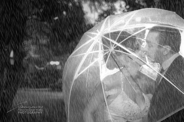 """Fotografo di Matrimoni. Nel parco della """"Reggia"""" di Torrazza Piemonte. Anche con la pioggia, ce la caviamo! #fotografodimatrimoni #ristorantelareggia"""
