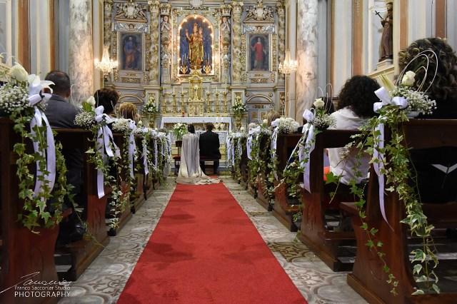 Fiori per Matrimoni. Al Santuario di Ozegna. L'allestimento floreale trasforma, rende unica ed indimenticabile un ambiente solitamente abbastanza anonimo. #allestimentifloreali #fioripermatrimonio