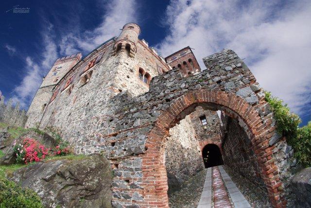 Una veduta insolita del castello di Pavone