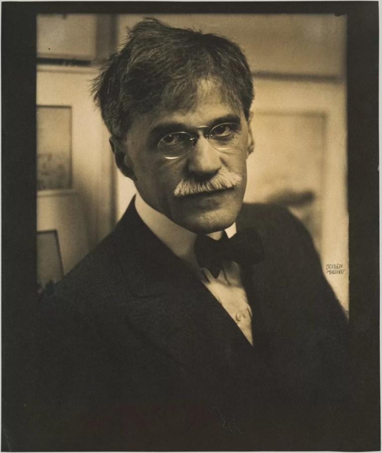 Retrato de Alfred Stieglitz. Curso de Fotograf{ia en San Telmo y Barracas.