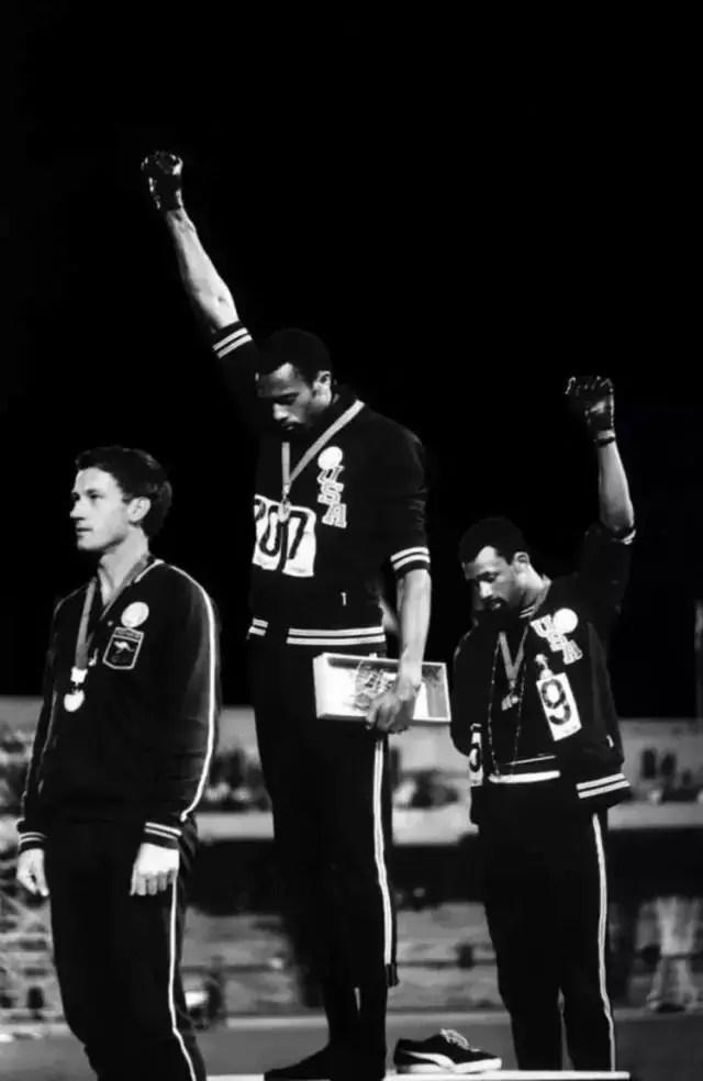 """""""Saludo de Poder Negro"""" (John Dominis, México, 1968)"""