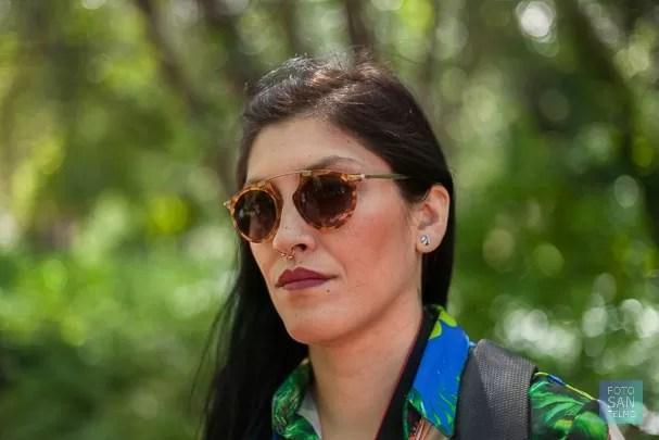 Fotografía de retrato femenino en el jardín botánico
