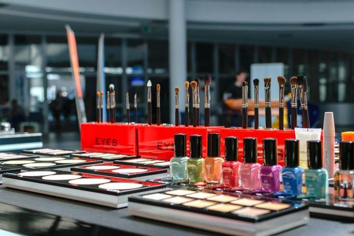 Beauty boomt, Wirtschaft, Verbraucher, Studie, SocialMedia, Handel, Unternehmensberatung , Marketing, Fashion / Beauty, Kosmetik, Unternehmen, Digitalisierung, Düsseldorf