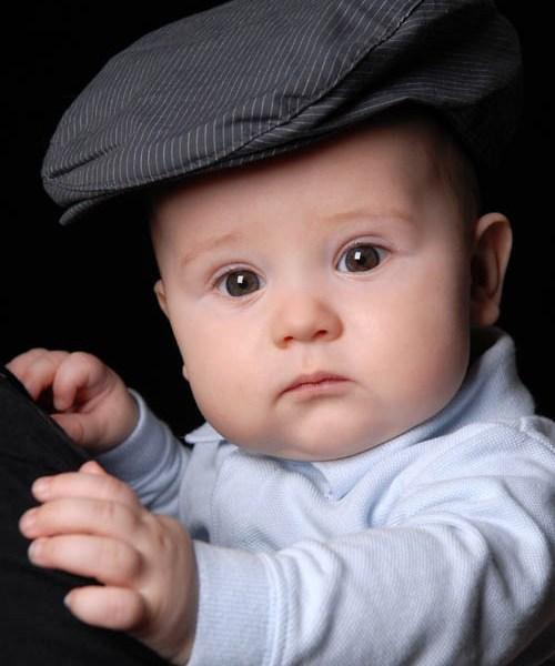 10 Babyfoto mit Hut