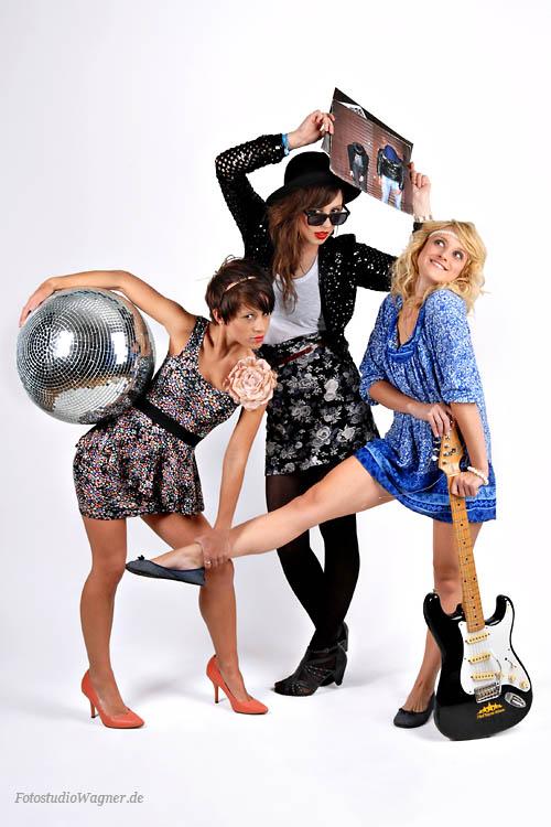 Gruppenfotos von drei lüstigen Mädchen im Fotostudio München