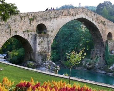 Cangas de Onís, bonito pueblo de Asturias puerta de los Picos de Europa