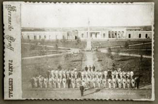 1898, Santa Rosa. Guardia Nacional en la plaza central.