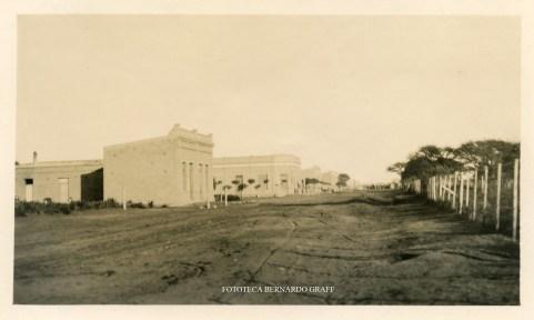 La Maruja,, 5 de junio de 1934. Calle principal. Referencia: una inscripción manuscrita al dorso de la fotografía.