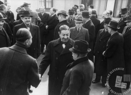 Predsednik jugoslovanske vlade Dragiša Cvetković na beograjski postaji pred odhodom na Dunaj.