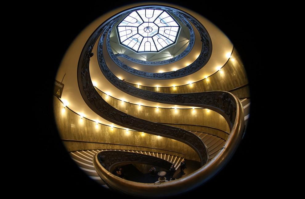 Винтовая лестница в Музеях Ватикана
