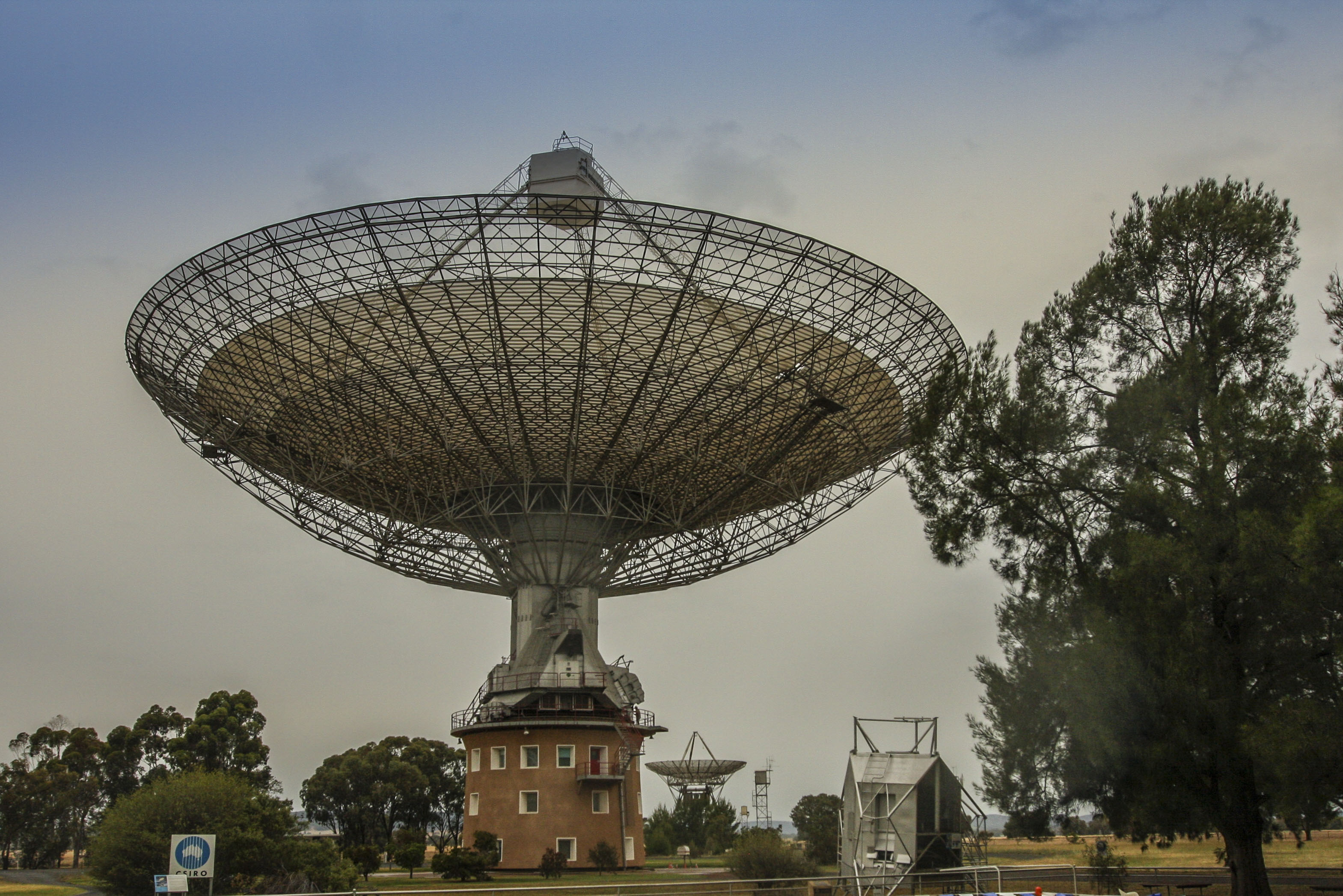 Radioteleskopy ( Parkes i Canberra DEEP Space Communication Complex ) AUSTRALIA