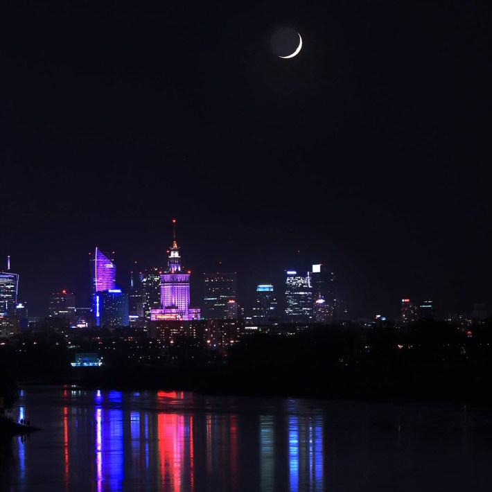 Księżyc 2% na Warszawa.noc