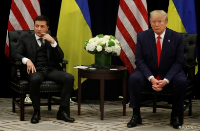 Ukraine's President Volodymyr Zelenskiy and U.S. President Donald Trump face reporters during a bilateral meeting on the sidelines of the 74th session of the United Nations General Assembly (UNGA) in New York City, New York, U.S., September 25, 2019. REUTERS/Jonathan Ernst
