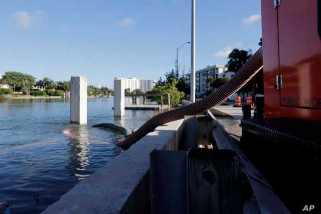 A temporary pumping station is set up along the Intracoastal Waterway to prevent flooding during a king tide, Saturday, Sept…