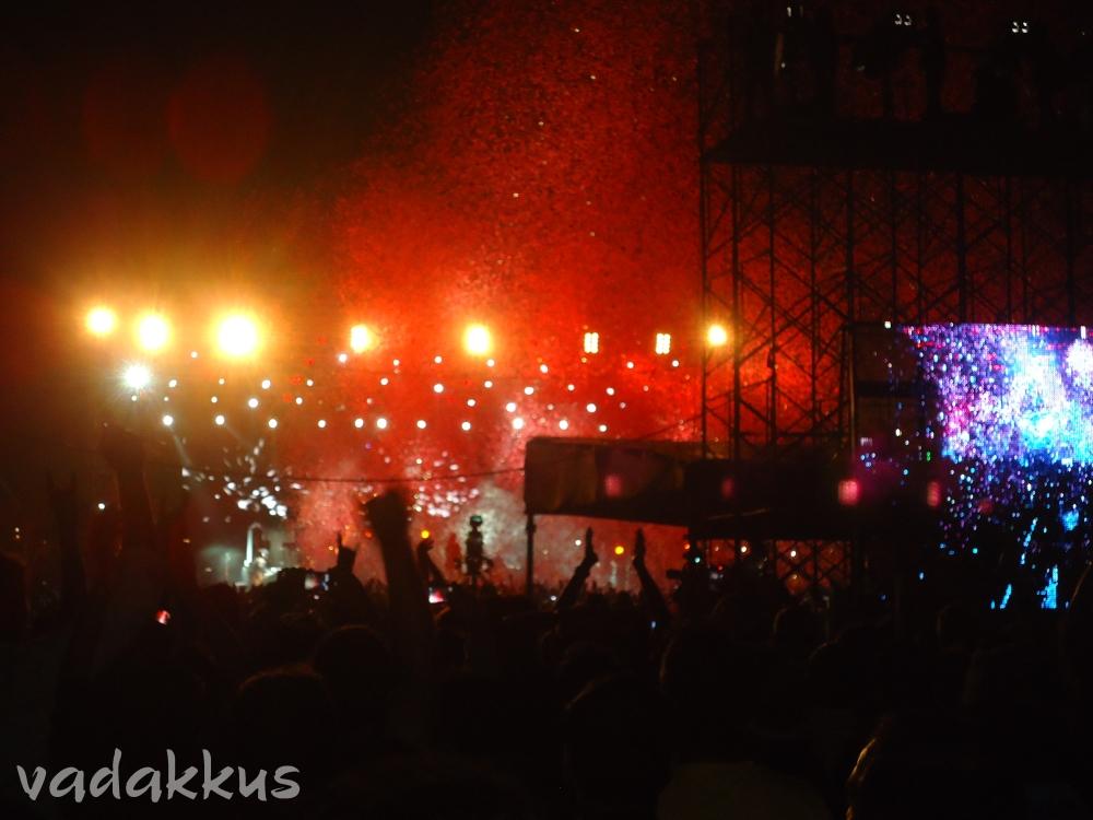 Guns N' Roses performing Paradise City in Bangalore
