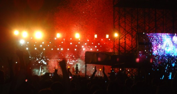 Guns N' Roses performing Paradise City in Bangalore