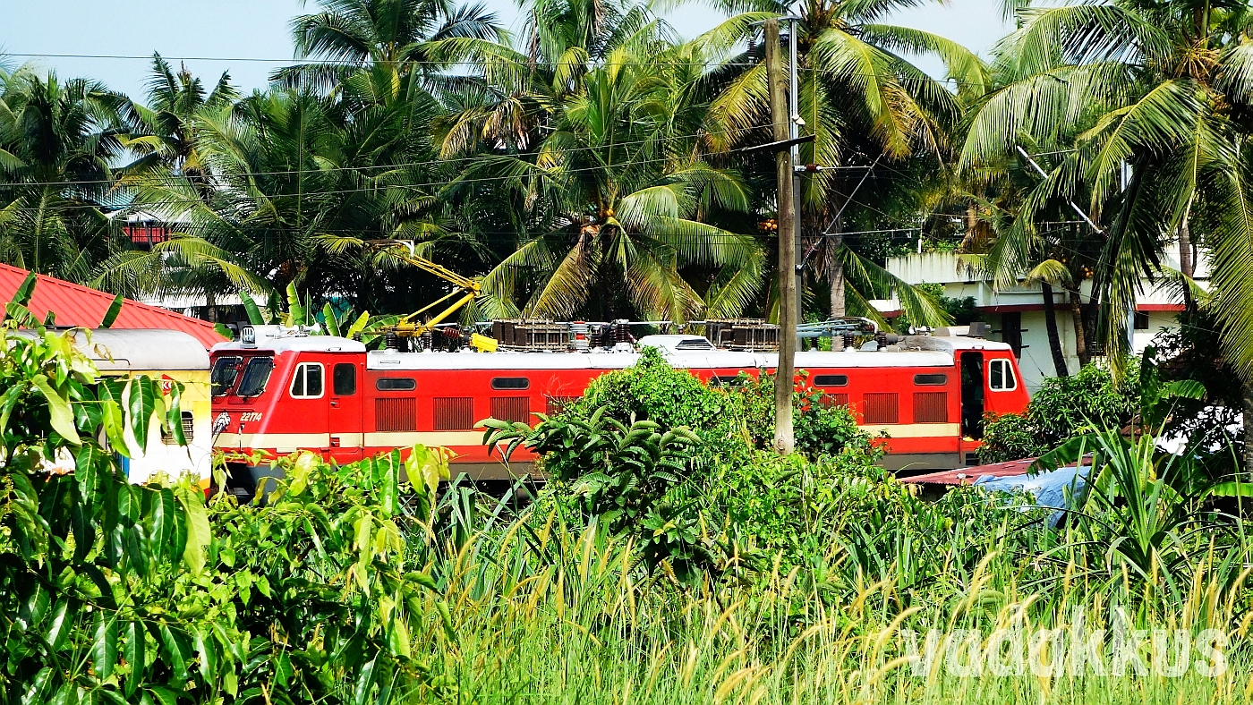 PRM WAP4 22774 with the TVC - CLT JS at Ernakulam