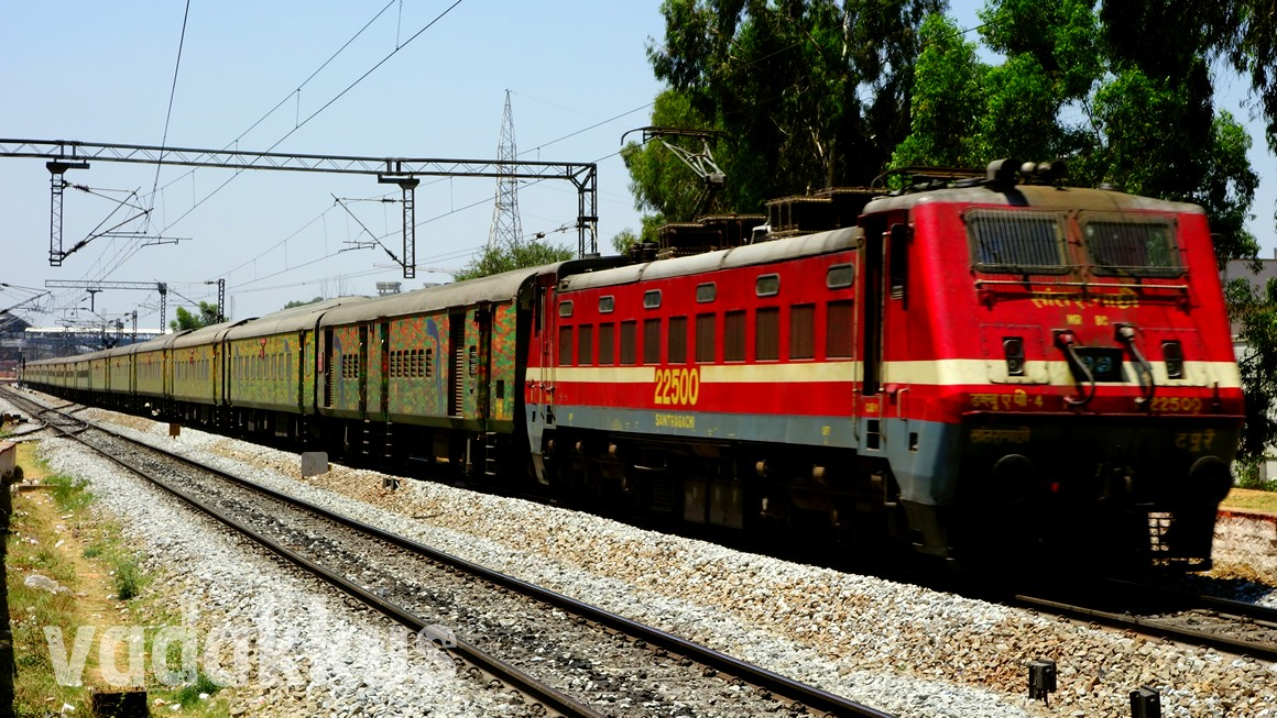Picture of the Howrah Duronto Express in Bangalore