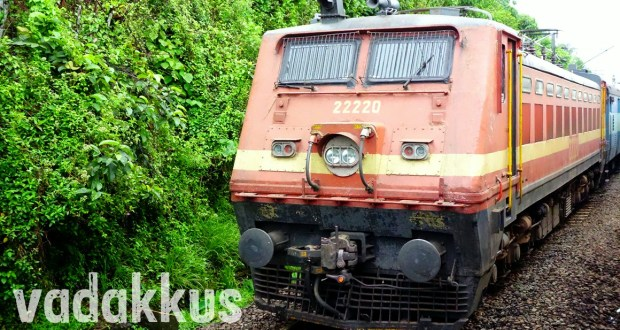 Photo of Indian Railways electric locomotive wap4 22220 with the Himsagar express