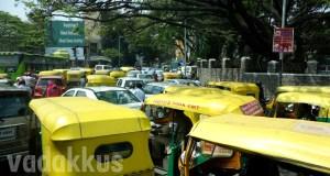Traffic Jam of autorickshaws in Bangalore at Hudson Circle